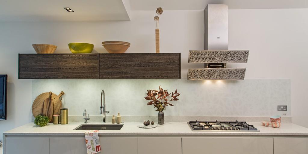Bespoke splashbacks – interpretation of Blanco Arte Extractor hood as a Kitchen Splashback