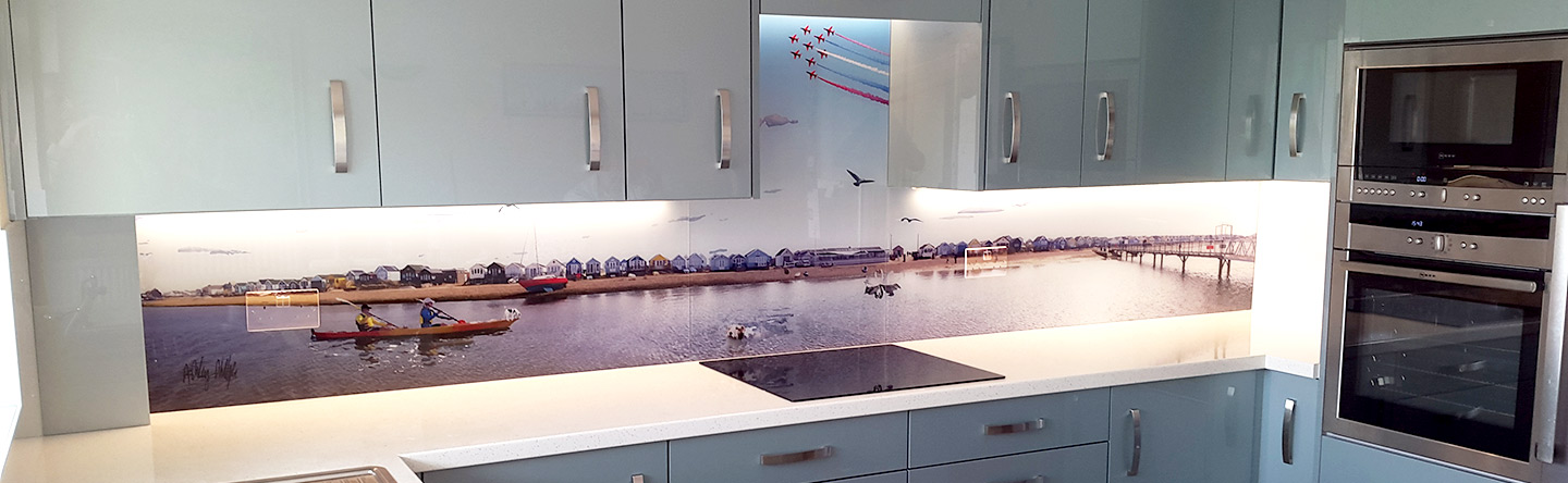 Glartique-bespoke-printed-splashback-with-Mudeford-beach-huts-2